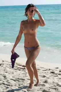 Leilani Dowding en Topless [1200x1800] [248.5 kb]