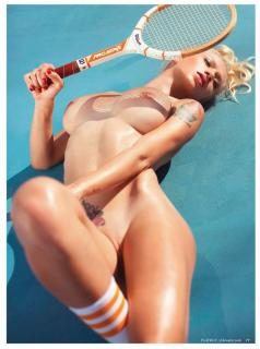 Natasha Legeyda en Playboy Desnuda [973x1304] [196.49 kb]