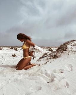 Michelle Calvó en Bikini [1080x1350] [262.81 kb]