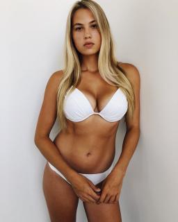 Megan Moore [1080x1350] [211.38 kb]