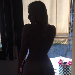 Daniela Blume en Bikini [1080x1080] [110.36 kb]