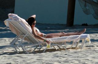 Teri Hatcher en Bikini [2340x1542] [423.03 kb]