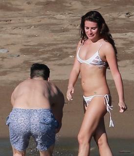 Lea Michele en Bikini [2148x2500] [433.6 kb]