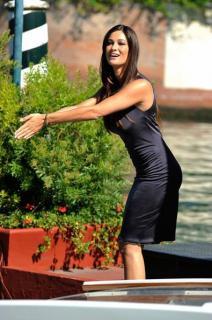 Manuela Arcuri [395x594] [44.2 kb]