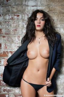 Alexandra Tyler en Playboy Desnuda [683x1024] [196.73 kb]