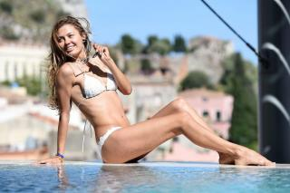 Victoria Bonya in Bikini [1024x683] [109.54 kb]