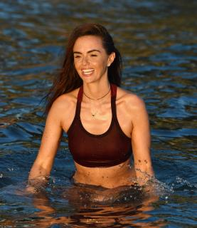 Jennifer Metcalfe en Bikini [2200x2541] [679.75 kb]
