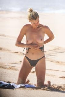 Kelly Rohrbach en Topless [988x1482] [198.8 kb]