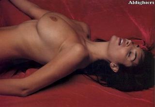 Sonia Aquino in Gq Nude [732x510] [47.47 kb]