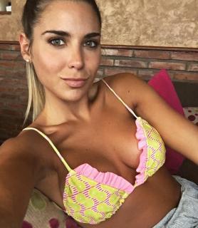 Mina Bonino en Bikini [1080x1239] [201.2 kb]
