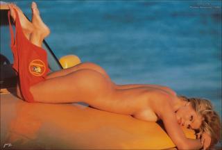 Donna D'Errico en Playboy [1408x952] [102.79 kb]