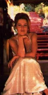 Gillian Anderson [205x400] [14.96 kb]