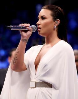 Demi Lovato [809x1024] [105.02 kb]