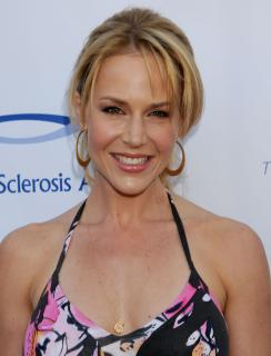 Julie Benz [2294x3000] [482.83 kb]