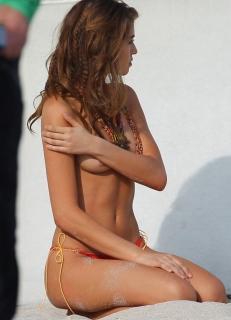 Daniela Lopez Osorio en Topless [650x900] [95.37 kb]