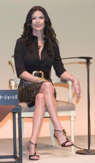 Catherine Zeta Jones [1755x3000] [372.68 kb]