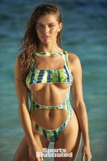 McKenna Berkley en Si Swimsuit 2017 Bodypaint [1280x1920] [342.3 kb]