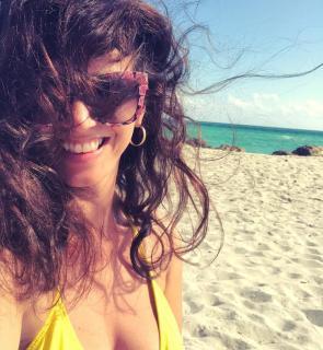 Griselda Siciliani en Bikini [1080x1171] [346.95 kb]