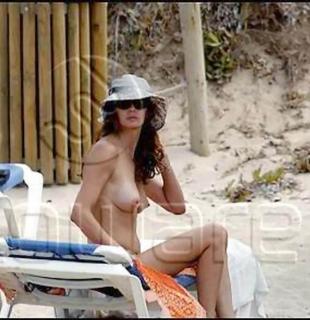 Ana García-Siñeriz en Topless [570x588] [54.73 kb]