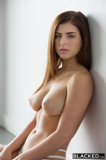 Leah Gotti Desnuda [2000x3000] [847.59 kb]