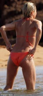 Cameron Diaz en Bikini [551x1200] [60.69 kb]