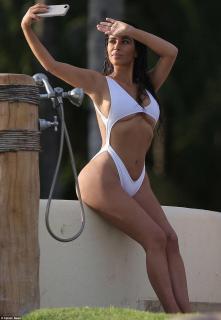 Kim Kardashian [962x1391] [213.23 kb]