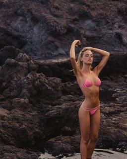 Patricia Valley en Bikini [1080x1349] [328.66 kb]