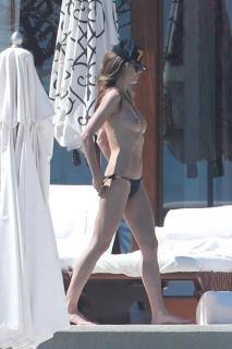 Heidi Klum in Topless [735x1102] [135.26 kb]