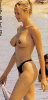 Anna Falchi en Topless [315x652] [22 kb]