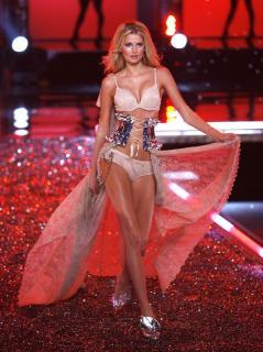 Victorias Secret Show 2006 [1200x1603] [304.92 kb]