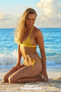 Caroline Wozniacki en Si Swimsuit 2017 [1280x1920] [326.23 kb]