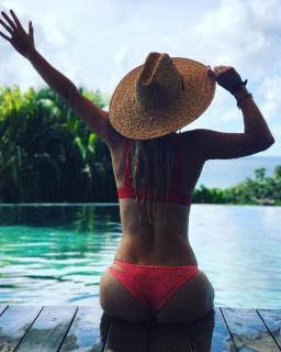 Caroline Wozniacki en Bikini [1080x1349] [216.83 kb]