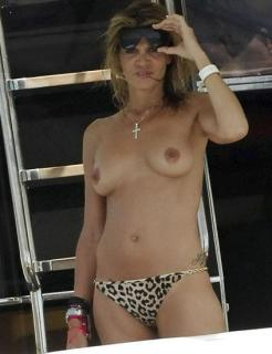 Arancha de Benito in Topless [423x550] [30.79 kb]