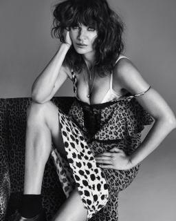 Helena Christensen en Vogue [1080x1349] [313.19 kb]