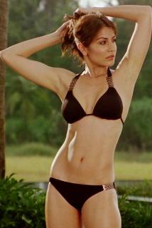 Anushka Sharma en Bikini [558x833] [77.5 kb]
