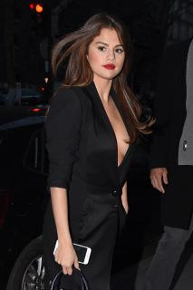 Selena Gomez [1391x2089] [489.56 kb]