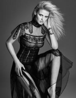 Lara Stone en W Magazine [800x1034] [203.86 kb]