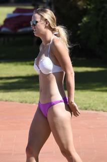 Caroline Wozniacki en Bikini [2627x3941] [604.94 kb]
