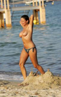 Rebecca Loos en Topless [1750x2744] [658.65 kb]