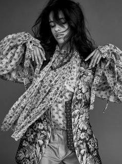 Camila Cabello en Vogue [740x992] [214.5 kb]