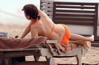 Natalie Imbruglia dans Bikini [541x356] [27.83 kb]