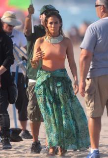 Jennifer Lopez [2212x3215] [728.2 kb]