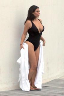 Kim Kardashian [1612x2400] [626.92 kb]
