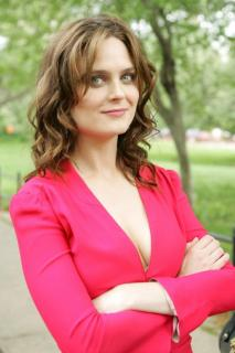 Emily Deschanel [683x1024] [70.9 kb]