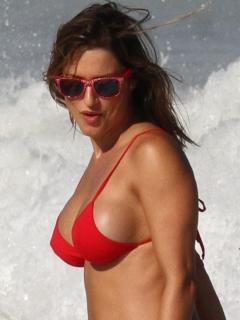 Lola Ponce in Bikini [900x1200] [108.32 kb]