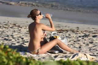 Julie Ordon en Topless [3888x2592] [1843.73 kb]