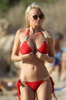 Rhian Sugden en Bikini [1600x2400] [477.42 kb]