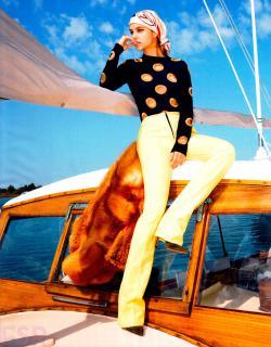Barbara Palvin en Vogue [2352x3000] [1622.28 kb]