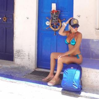 Laura Gadea en Bikini [1080x1080] [155.81 kb]