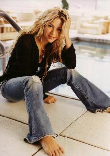 Shakira [1000x1422] [201.68 kb]
